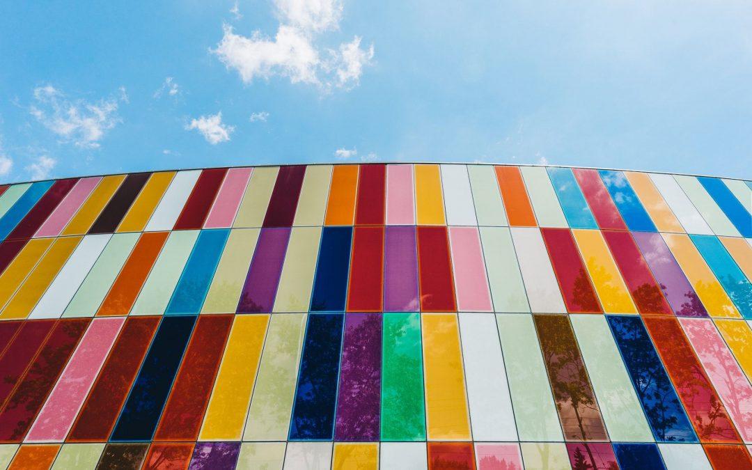 Hightech-Töne und natürliche Farben: Die Farbtrends 2021